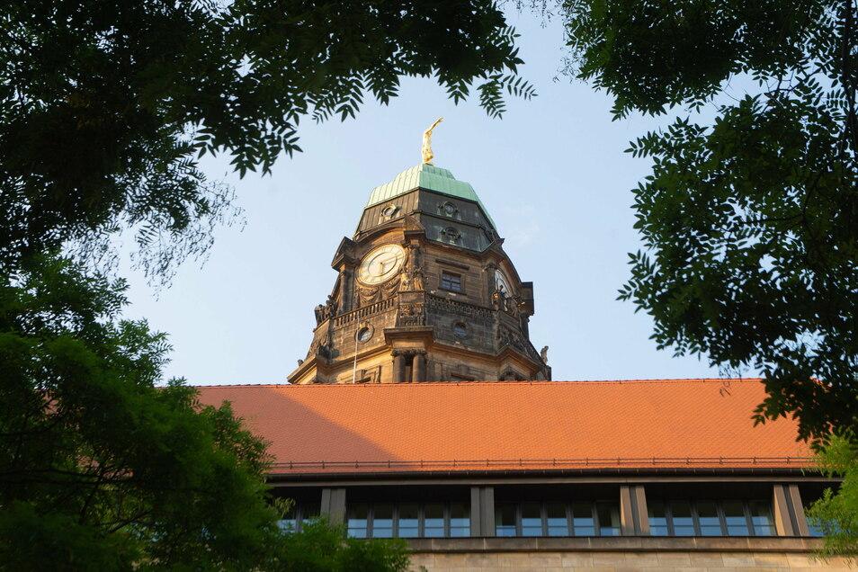 Im Dresdner Rathaus gibt es Ärger wegen des Corona-Managements.
