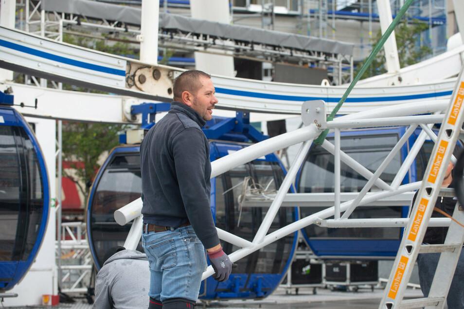 Betriebsleiter Gabriel Pal koordiniert die Arbeiten beim Abbau. Dabei hat der 42-Jährige schon viel Erfahrung. Schließlich arbeitet er schon seit 2004 bei Oscar Bruch.