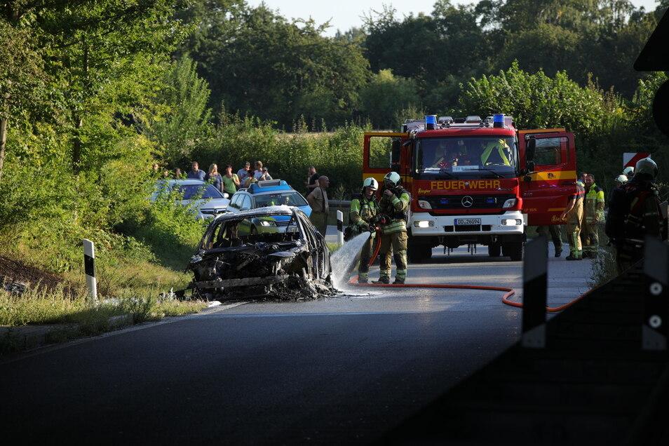 Der Fahrer konnte den BMW noch von der Autobahn lenken.