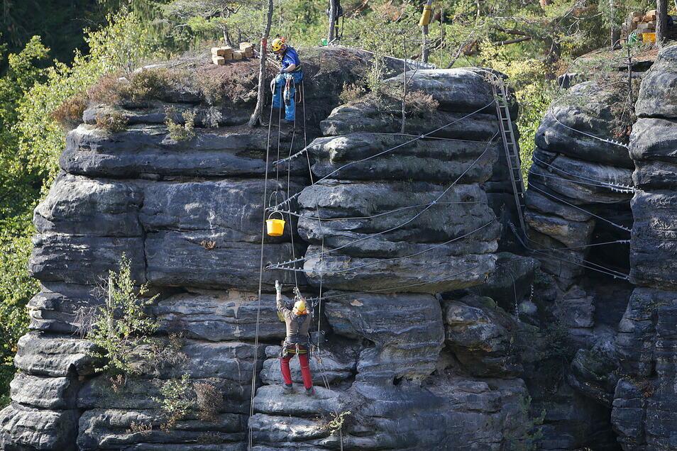 Experten haben im Oktober ein weiteres Felsmassiv gesichert.