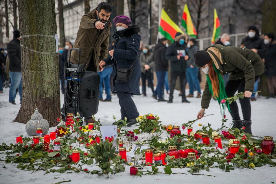 Gedenkkundgebung für Halil S. an der Verbrennungsstelle nahe des sächsischen Landtags.
