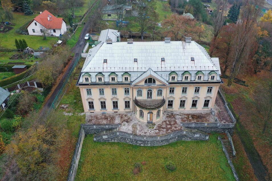 Die neobarocke Villa gleicht eher einem Schloss.