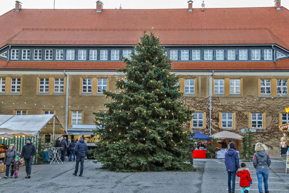 Die Seifhennersdorfer strömten am 1. Advent zum Rathaus.