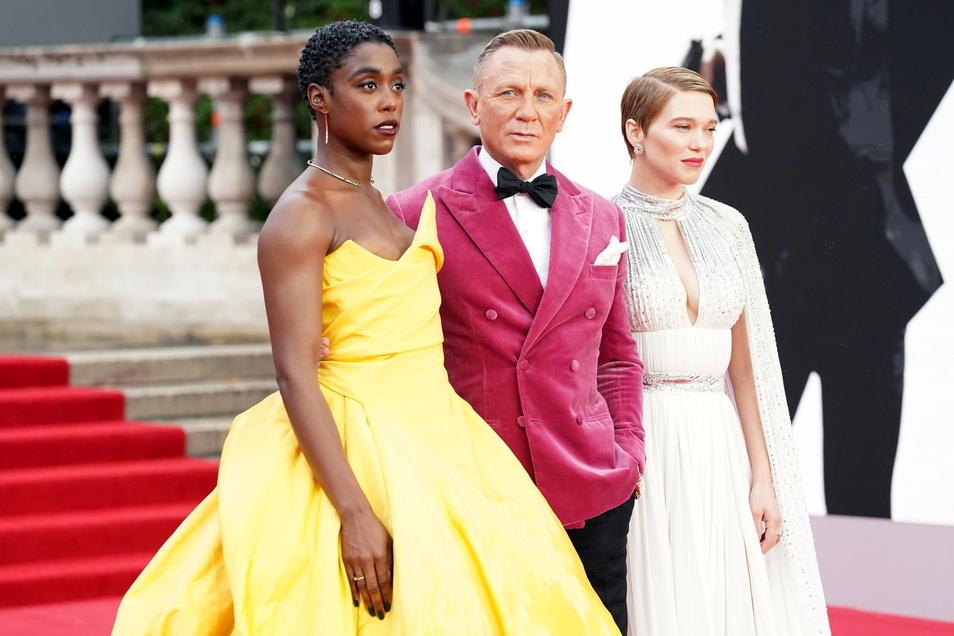 James Bond mit seinen Bond-Girls: Lashana Lynch (l-r), Daniel Craig und Lea Seydoux.