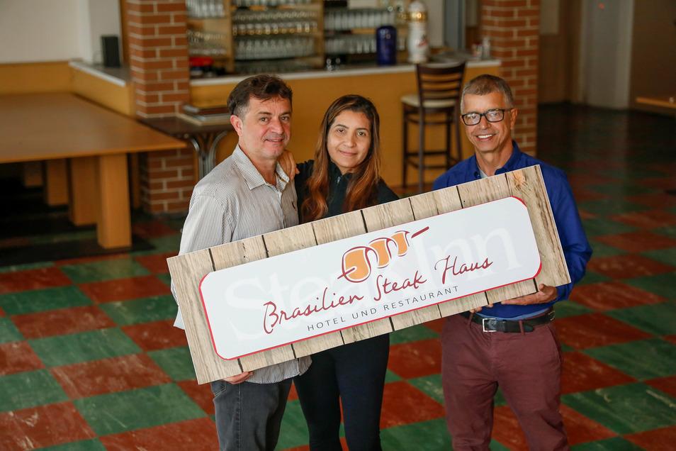 Die Brüder Edu (links) und Celso Eduardo aus Brasilien wollen in Neusalza-Spremberg ein Steakhaus und eine Kaffeerösterei etablieren. Auch Edus Frau arbeitet mit im Familienbetrieb.