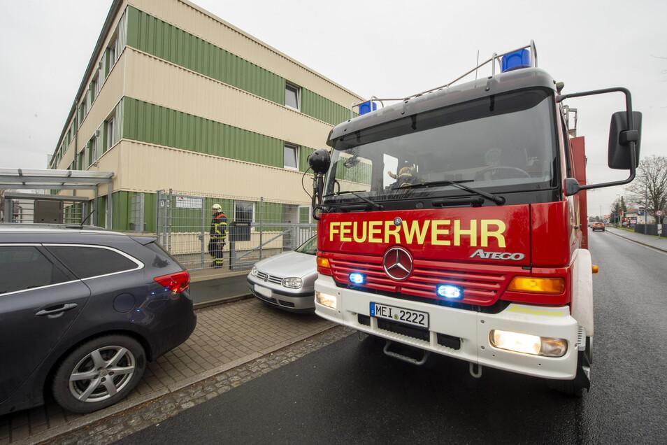 Feuerwehreinsatz am Flüchtlingsheim am Sonntagnachmittag in Radebeul-Naundorf.