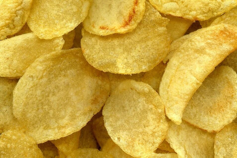 Kartoffelchipstüten sind voller Luft. was aber sinnvoll ist, damit die Chips nicht zerbröseln.