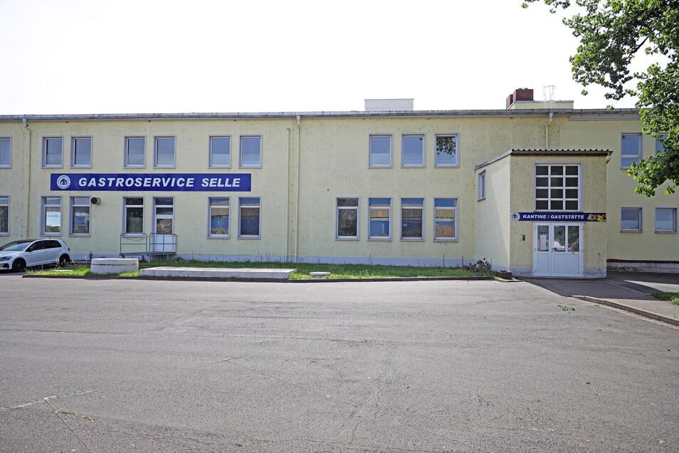 Am Riesaer Stahlwerk musste der Gastroservice Selle raus. Das Gebäude wird nun abgerissen, um Platz für Feralpi zu schaffen.