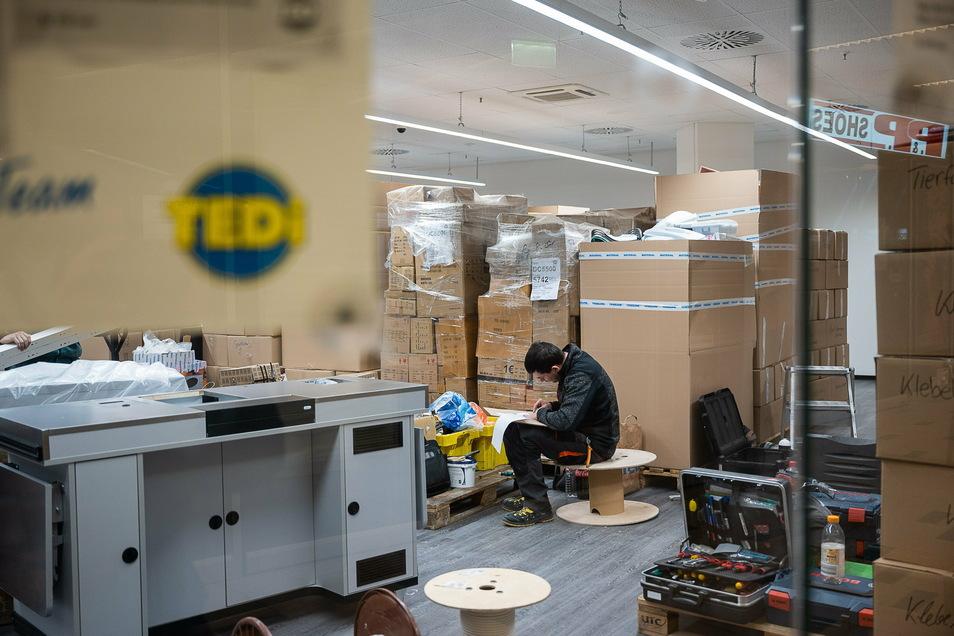 Noch sieht es ein bisschen chaotisch aus. Aber wenn die Geschäfte wieder öffnen dürfen, präsentiert sich Tedi ganz neu.