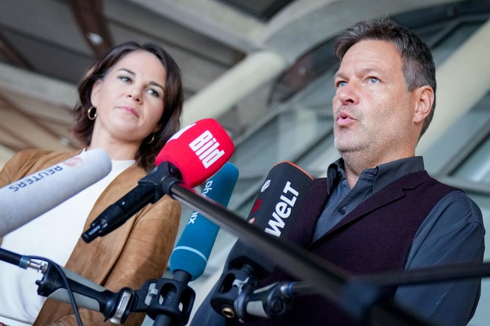 Die Grünen-Chefs geben eine Pressekonferenz zum weiteren Verlauf der Sondierungsgespräche.