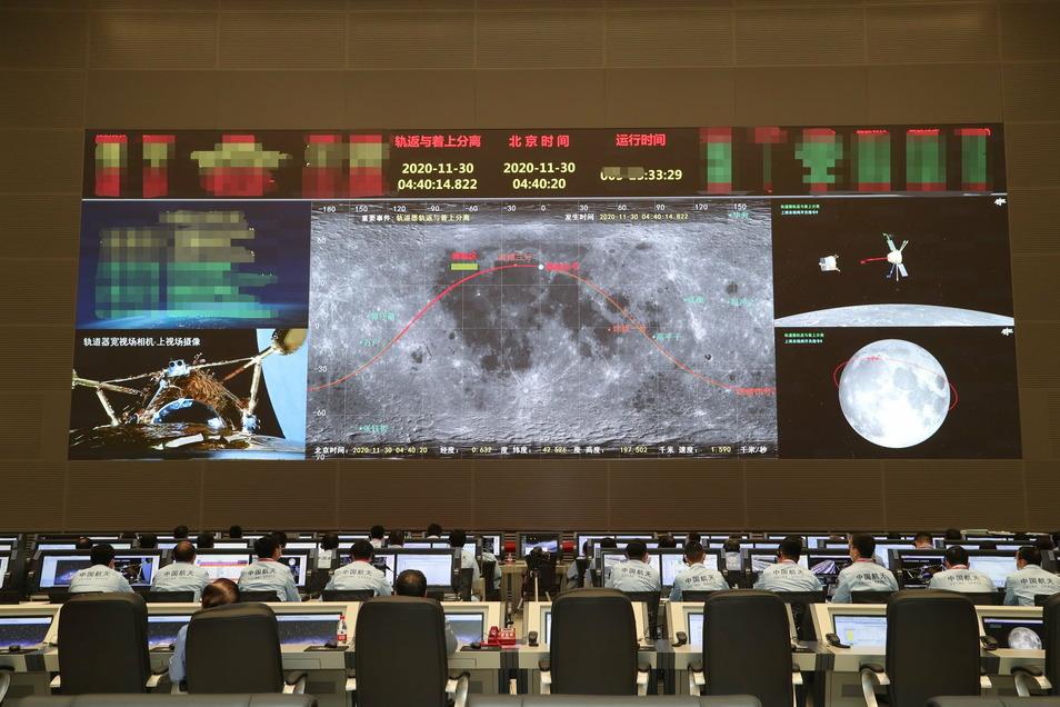 Eine chinesische Sonde zum Sammeln von Gesteinsproben ist einem Medienbericht zufolge auf dem Mond gelandet.