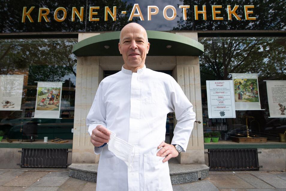 Rolf Leonhardt führt seit 1997 die Kronen-Apotheke an der Bautzner Straße.