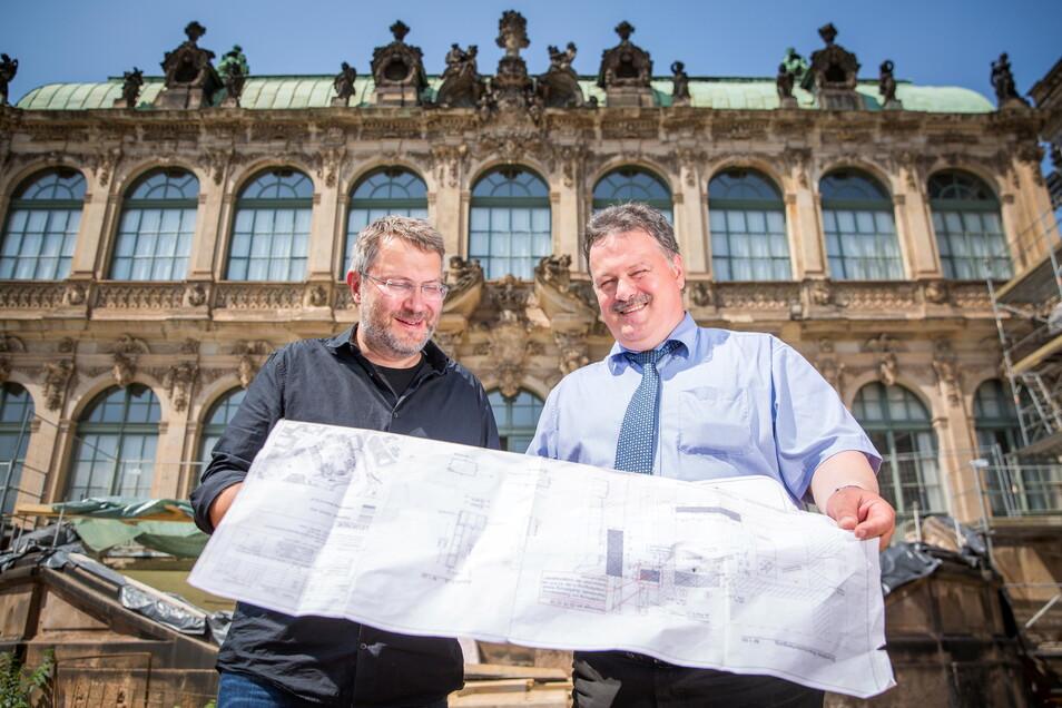 Zwingerbaumeister Kai-Uwe Beger mit dem Chef des Staatsbetriebes Sächsisches Bau- und Immobilienmanagement Dr. Ulf Nickol vor dem Zwinger.