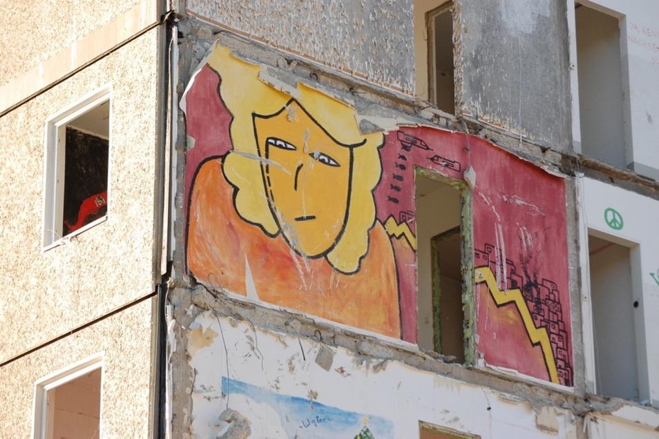 2009: In der Dürerstraße 1-8 wurde vor dem Abriss das Projekt Malplatte umgesetzt. Vergängliche Kunstwerke, die mit dem Abbruch verschwanden.