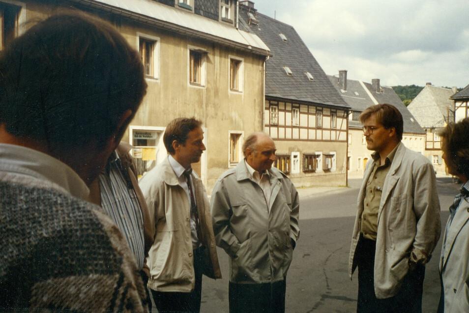 Verwaltungsexperten im Gespräch 1990: Geisings Bürgermeister Reiner Fischer, sein Vorgänger Lorenz und Schiltachs späterer Hauptamtsleiter Grumbach.