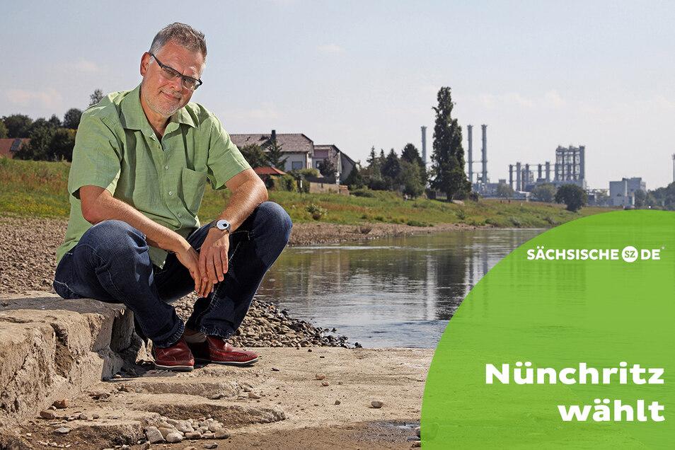 Die Elbe ist Jürgen Schmidts liebster Ort. Hier mit Blick auf das Wacker-Chemiewerk Nünchritz, wo der 55-Jährige als Abfallbeauftragter arbeitet.
