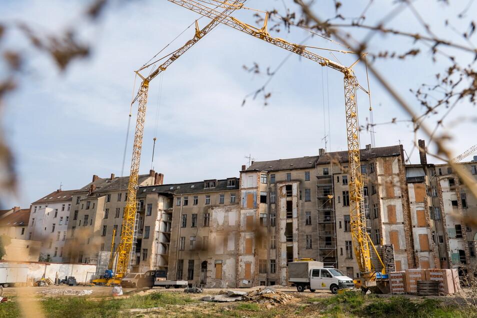 Die Baustelle im Innenhof des Landratsamtes in Görlitz. Aktuell werden die Altbauten saniert, hier ein Blick zur Berliner Straße.