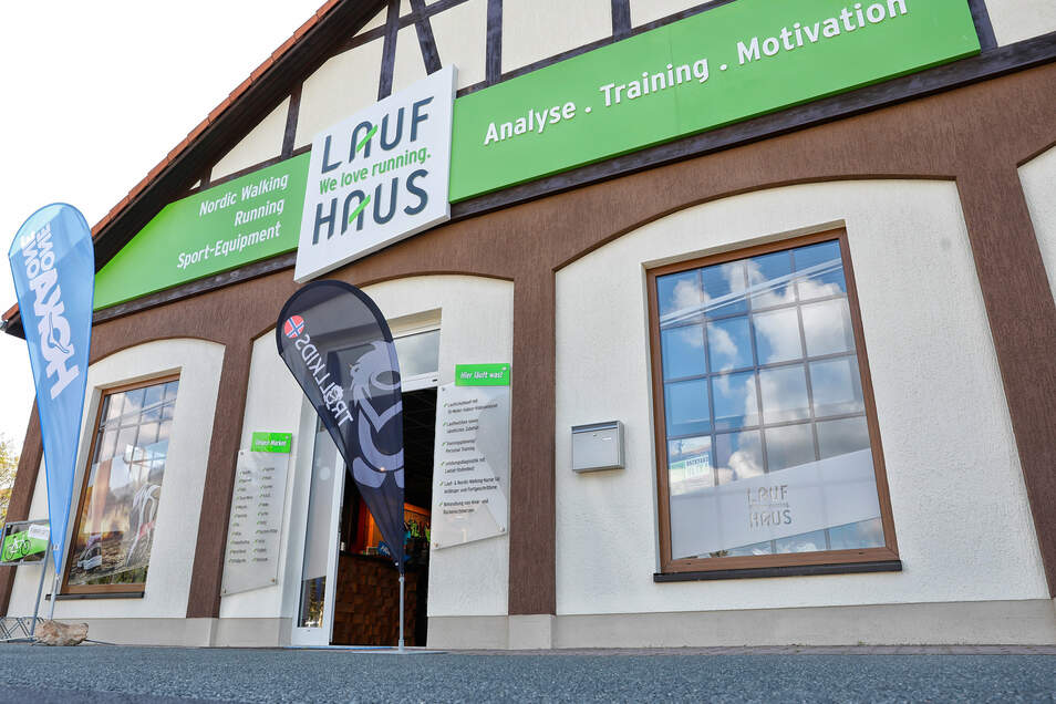 Seit einem Jahr befindet sich im ehemaligen Schlecker-Laden am Markt 3 in Niederoderwitz das Laufsportgeschäft von Mike Sethmacher.