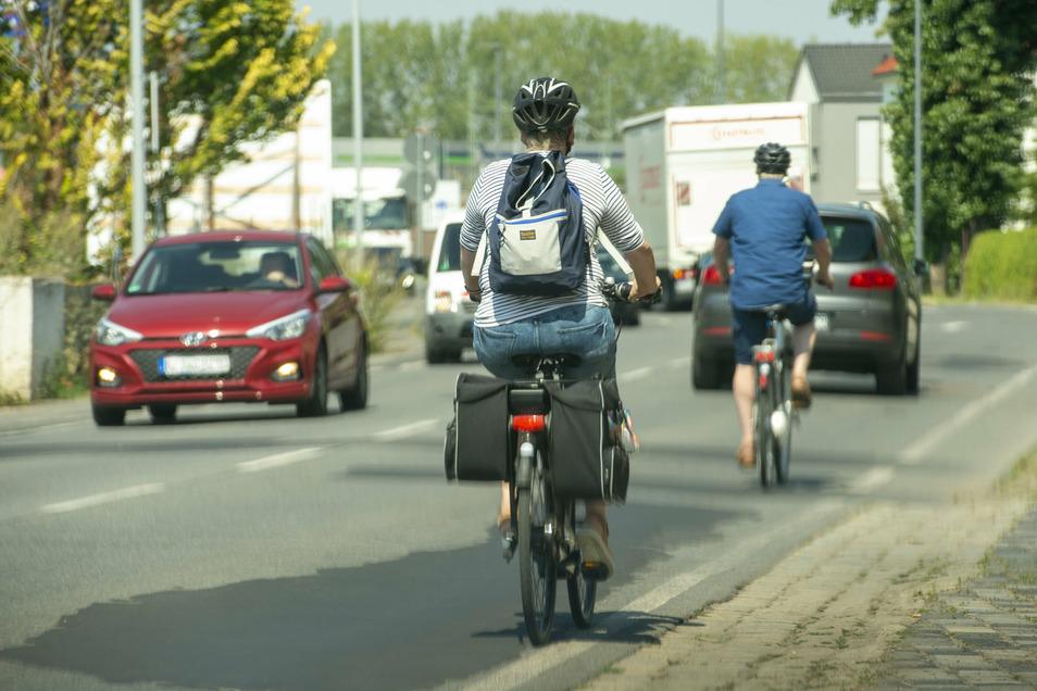 Radfahrer müssen auch künftig auf der Straße fahren. Für einen Radweg ist nicht ausreichend Platz vorhanden.