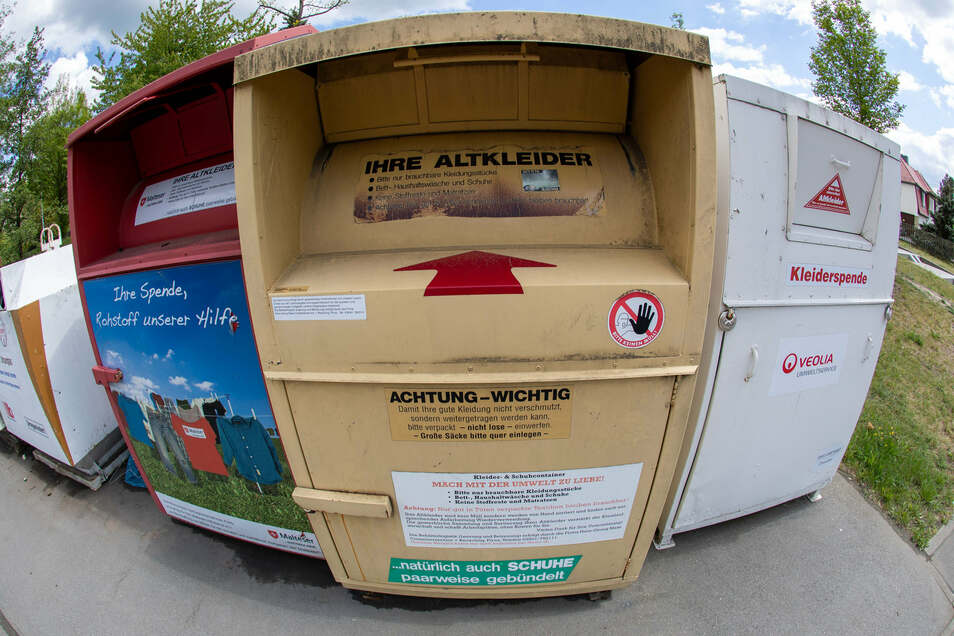 Container für Altkleidung in Pirna. Die geschlossenen Grenzen sind ein großes Hindernis.