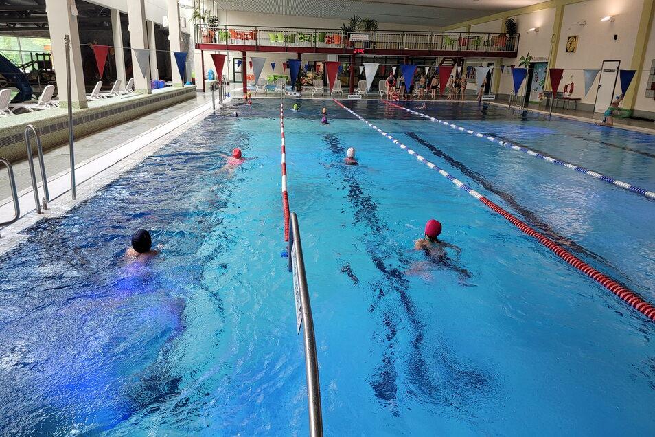 Die Grundschüler waren die Ersten, die am Wochenanfang wieder ins Becken durften.