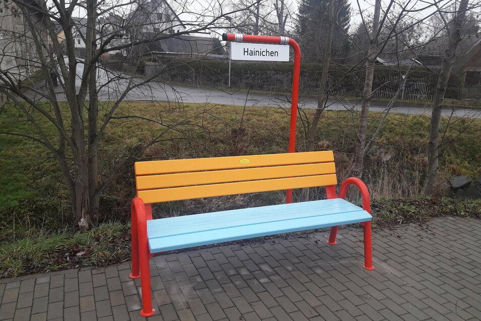 """So sieht die Mitfahrerbank im Hainichener Stadtteil Berthelsdorf aus. Ein ähnliches Projekt könnte sich Roßweins Bürgermeister Veit Lindner (parteilos) auch für """"seine"""" Stadt vorstellen."""