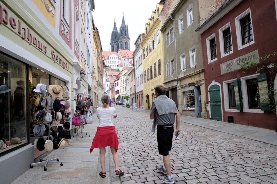 Bald wieder offen: Die Geschäfte in der Burgstraße in Meißen. Aber erst wenn die Inzidenz im Landkreis Meißen dauerhaft unter dem Wert von 50 liegt, gibt es beim Einkaufen keine Beschränkungen mehr.