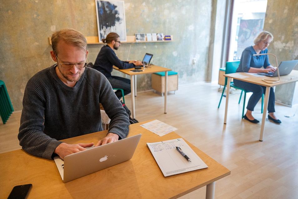 Jörg Winterbauer, Steve Grundig und Jolanta Steciuk (v. l. n. r.) gehören zu den Nutzern des Kolabors.