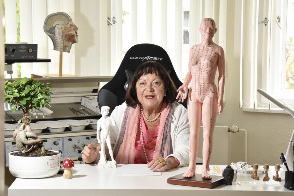 Diagnose statt tote Hose: Bettina Hauswald will es nochmal wissen und eröffnet ihre private Praxis.