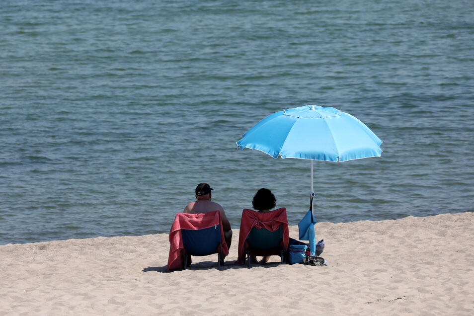 Lieber auf Abstand: Viele Sachsen gehen auch im Urlaub auf Nummer sicher.