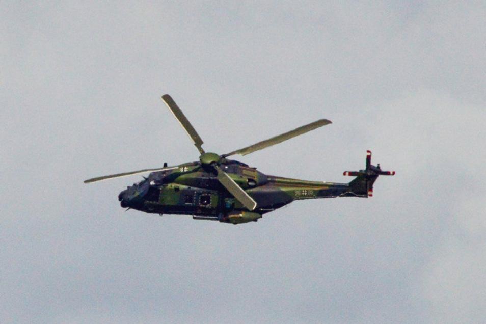 Ein Nato-Helikopter 90 der Bundeswehr bei einem Flug über Sachsen. Für die Ausbildung der Piloten seien Tiefflüge unerlässlich.