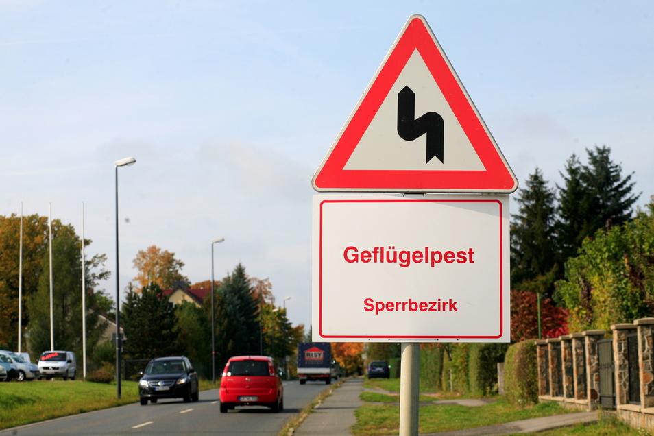 Das Gebiet der Geflügelpest vergrößert sich im Landkreis. Jetzt ist der gesamte Nordkreis ab der Autobahn betroffen. Dort muss das Geflügel im Stall bleiben.