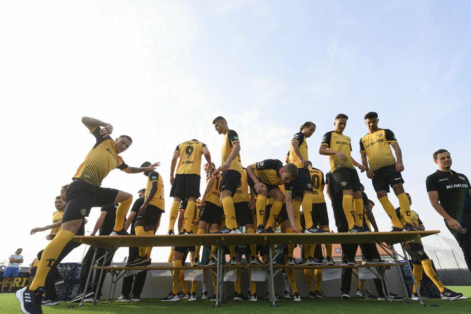 Wer springt auf, wer muss raus? Dynamo hat sich nach dem Abstieg neu aufgestellt – aber wie stellt der Trainer nun die Mannschaft auf?