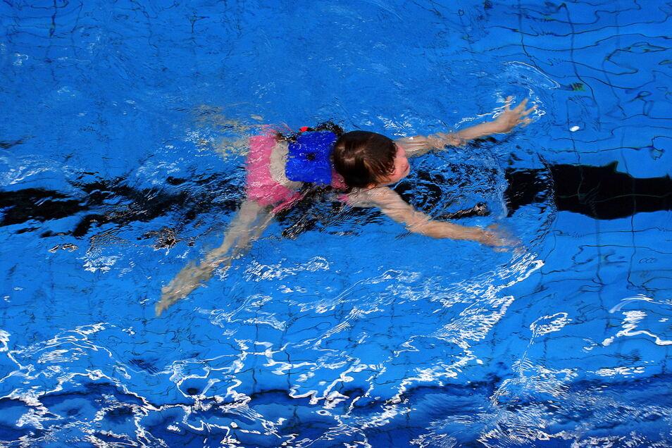 Für Zweitklässler soll es neue Schwimmkurse geben, die wegen Corona ausfallen mussten.