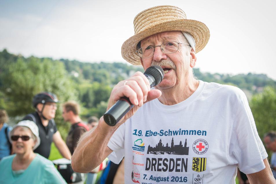 Dietrich Ewers ist Initiator des Dresdner Elbeschwimmens. Hier ist er am Start 2016 zu sehen. Im Oktober 2018 ist Ewers er auf Rhodos tödlich verunglückt.