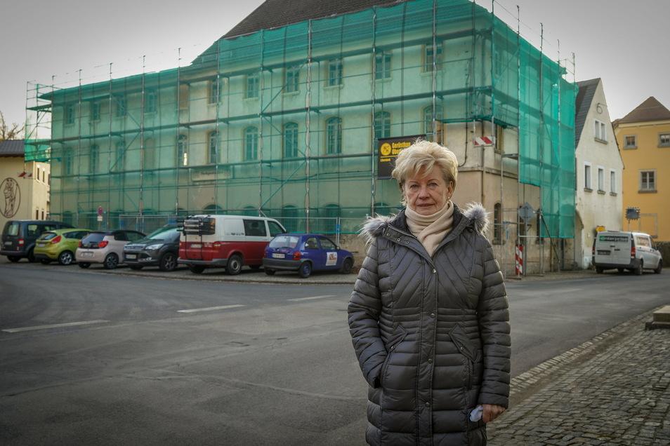 Adelheid Mager hat kein Verständnis für den Zustand der ehemaligen Parkgaststätte in Gaußig. Gemeinsam mit ihrem Mann betriebt sie das Gasthaus bis 1991.