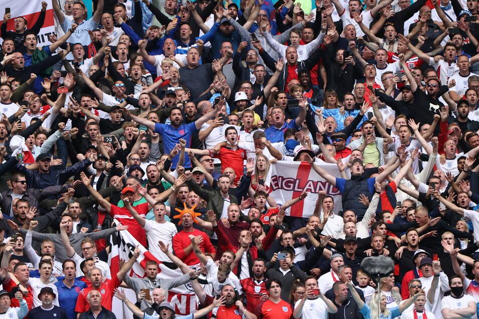 Englands Fans beim Achtelfinalspiel zwischen England und Deutschland: Abstand oder Masken gibt es hier nicht.