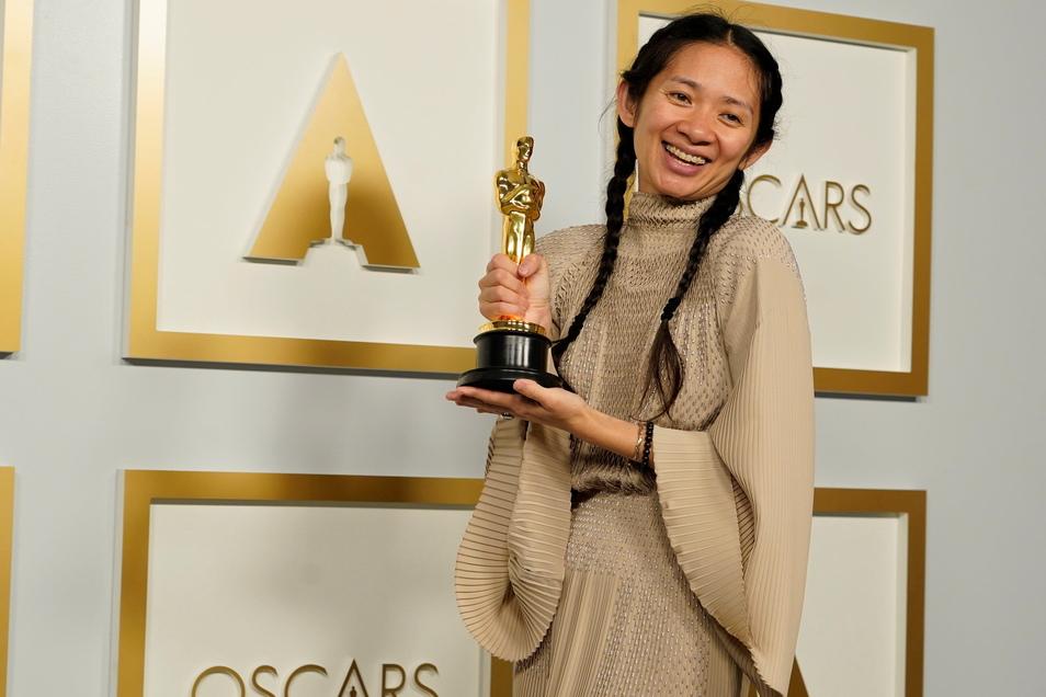 """Regisseurin Chloe Zhao erhielt den Oscar für die beste Regie für """"Nomadland""""."""