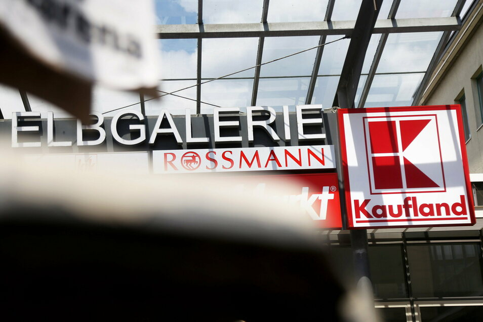 Die Elbgalerie ist das einzige große Einkaufszentrum in der Riesaer Innenstadt; ein Ähnliches gibt es mit dem Riesapark am Stadtrand.