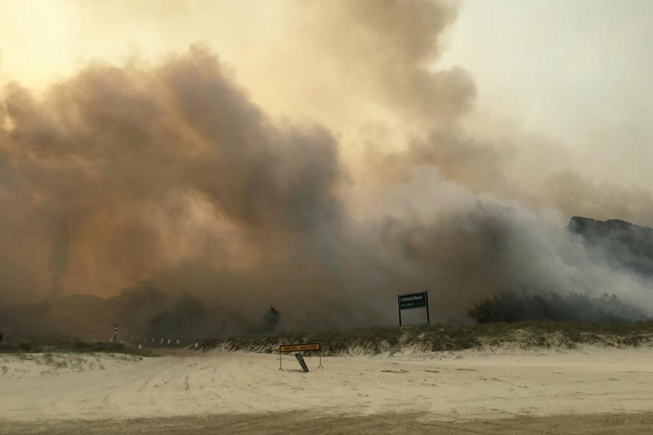 Die sonst so beliebten Sanddünsen auf Fraser Island werden für die Einsatzkräfte zum größten Hindernis.