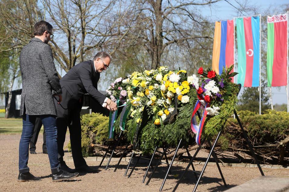 Gedenkstättenleiter Jens Nagel legte einen Kranz nieder.