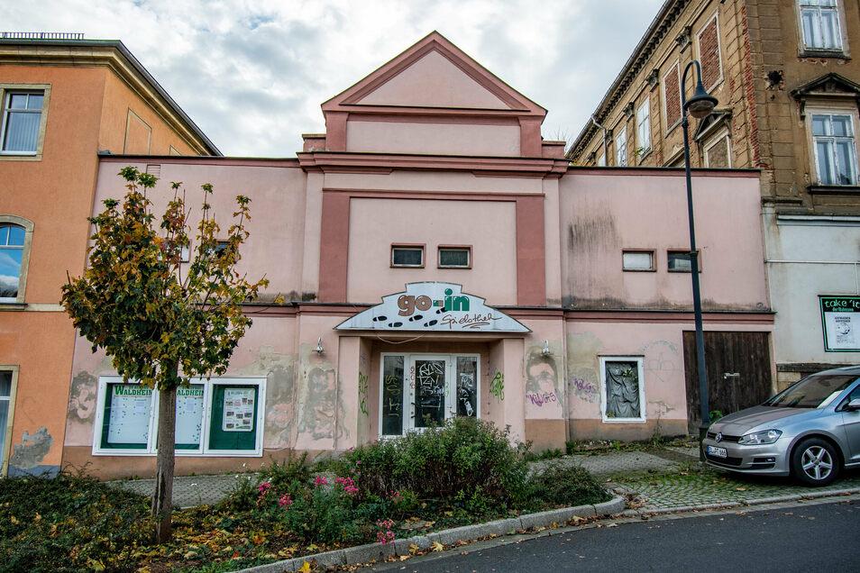 """Das ehemalige Kino """"Capitol"""" an der Waldheimer Bahnhofstraße hat einen neuen Besitzer. Die Immobilie wurde in Chemnitz versteigert."""