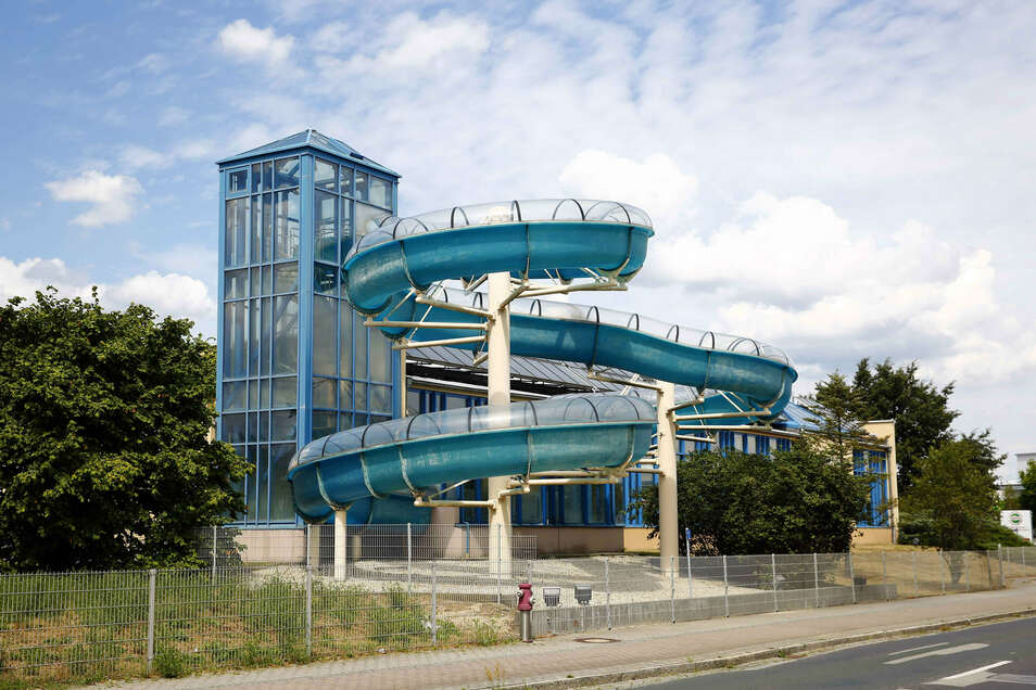 Noch hat das Hallenbad in Kamenz eine Rutsche. Bei der abgespeckten Variante für den geplanten Neubau ist allerdings keine vorgesehen.