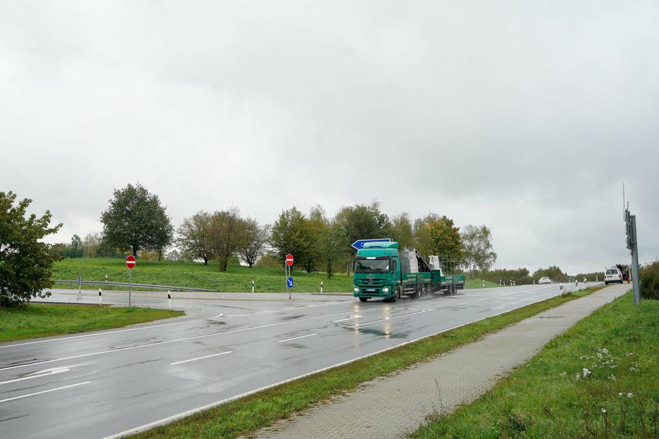Bautzen, Autobahnauffahrt West: An den Auf- und Abfahrten zur A 4 kam es in Bautzen-West fünfmal zu einem Unfall. Das liege vor allem an dem hohen Verkehrsaufkommen.