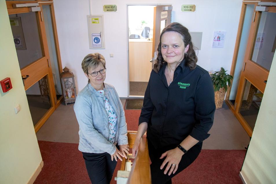 Angela Rädisch (links) hat zum Monatsanfang den Staffelstab als Leiterin des Bürgerhauses an Kathrin Kiwitz übergeben.