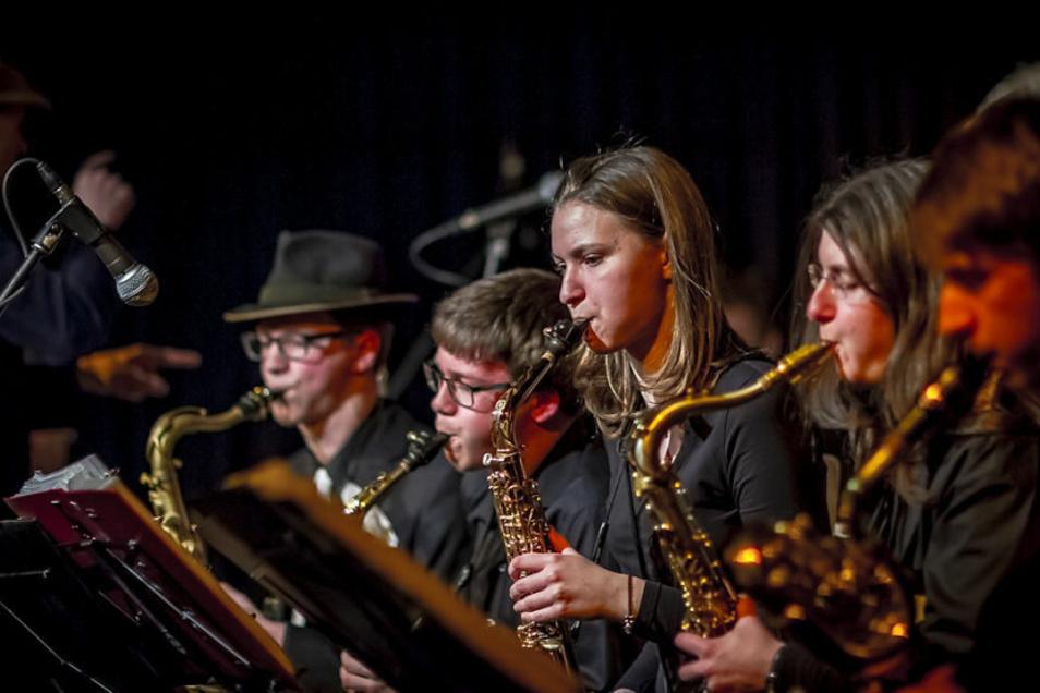 Am Sonnabend bekommt die Dresden Big Band singende Unterstützung.