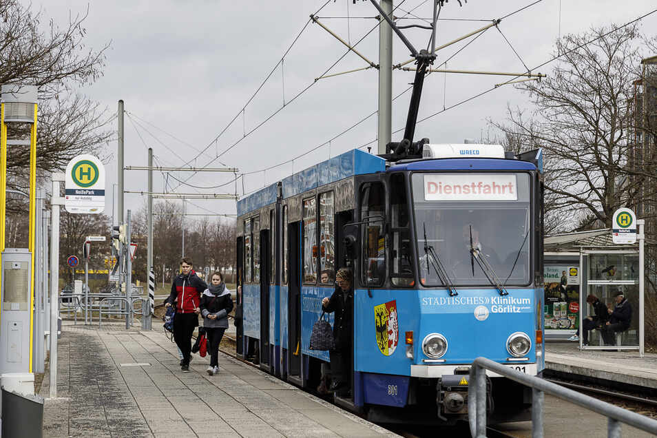 Endstation Haltestelle Neißepark in Königshufen: Bisher fährt die Straßenbahn noch mit alten Tatra-Fahrzeugen.