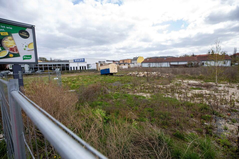 So sieht das Grundstück aus, auf dem eigentlich eine Autowaschanlage gebaut werden sollte.