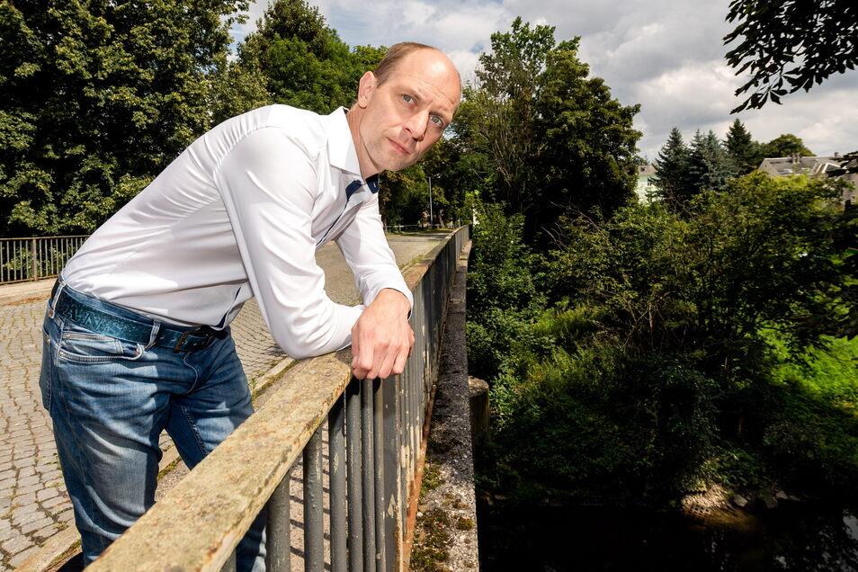 Ärger um fehlende Fördermittel für die Sanierung der Brücke über die Spree in der Großpostwitzer Bahnhofsstraße: Bürgermeister Markus Michauk ist sauer auf die Landesregierung - so wie etliche seiner Amtskollegen.