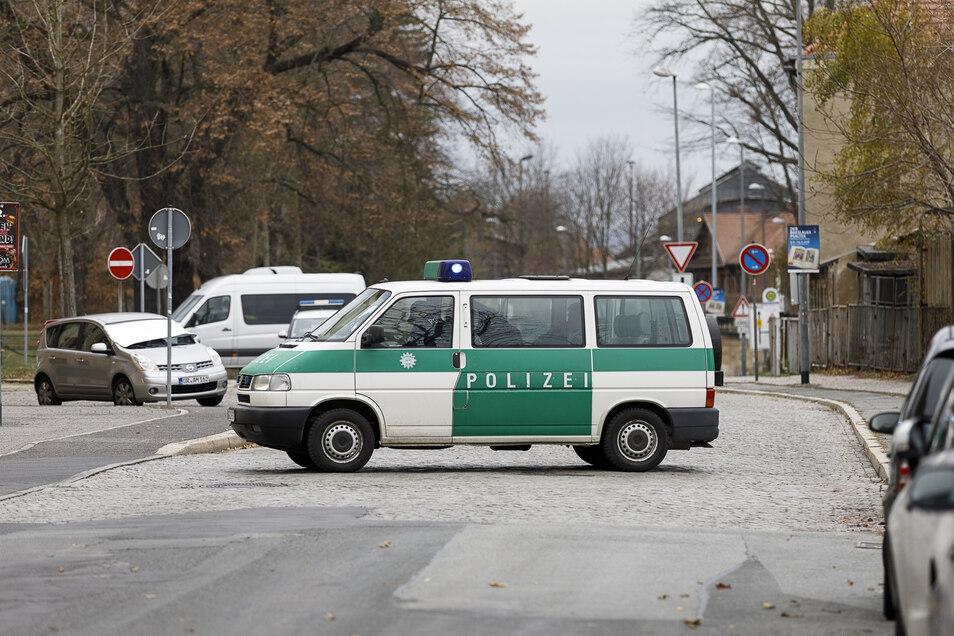Polizei sperrte Straßen ab, wie hier die Sattigstraße.